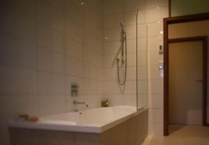 E-S-Bathroom6845
